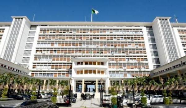 Abdelaziz Djerad préside une réunion du gouvernement