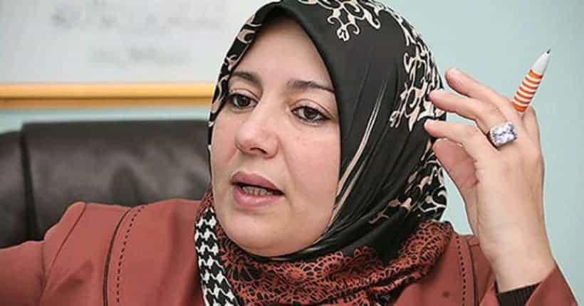 Naima Salhi en quête d'une « guérison » à Tizi-Ouzou