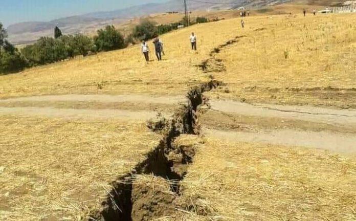 Secousse tellurique dans la wilaya de Mila: une faille visible sur un terrain