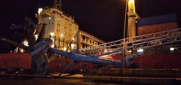Port de Béjaia : Une grue s'effondre sur un bateau de marchandise