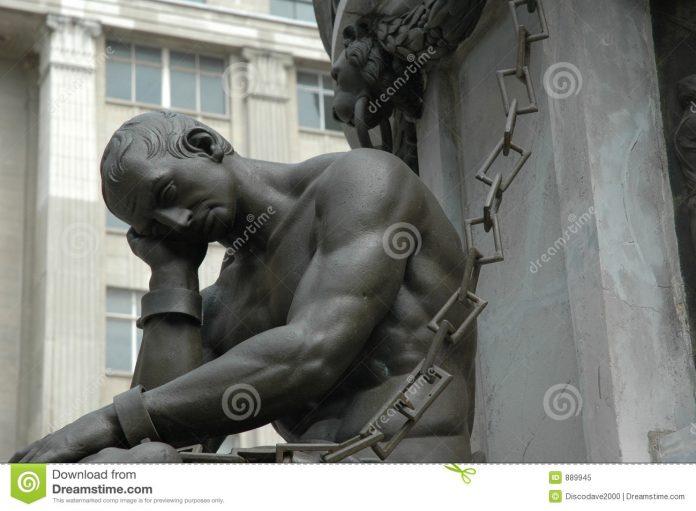 L'homme, ses dégâts, ses larmes : le conventionnel et l'artificiel