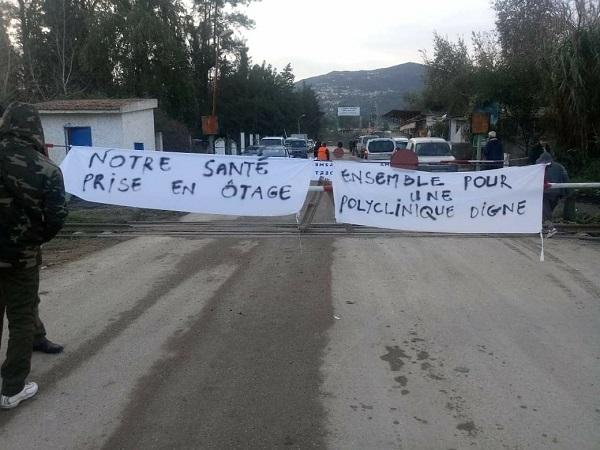 Béjaia : Chemin de fer, CW22 et siège de l'APC fermés par les citoyens à Smaoun